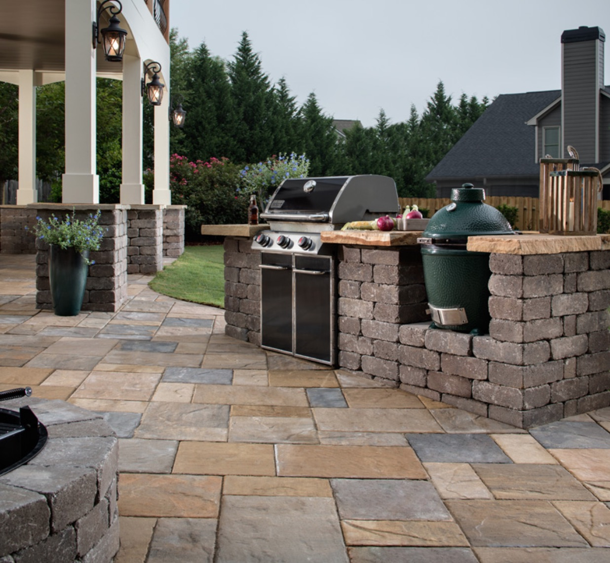 Outdoor Kitchen with Big Green Egg Insert