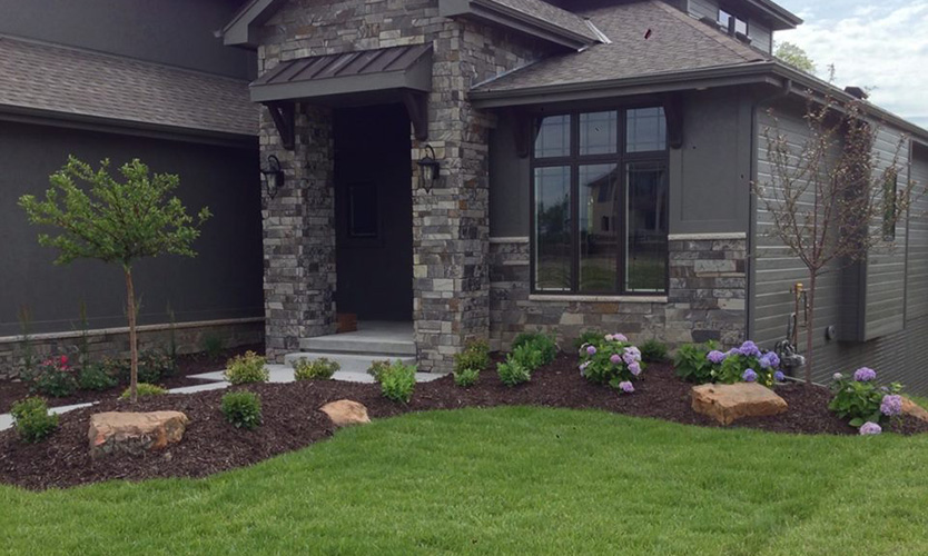 Front yard landscapes patera landscaping omaha nebraska for Large front yard landscaping